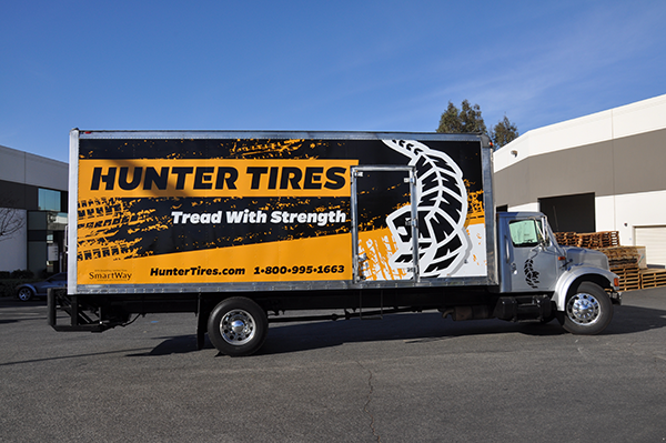 24-box-truck-wrap-using-gf-for-hunter-tires-2.png