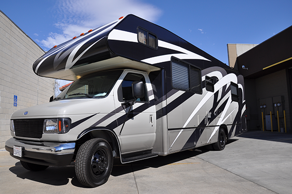 thor-class-c-motorhome-wrap-for-a-family-11.png